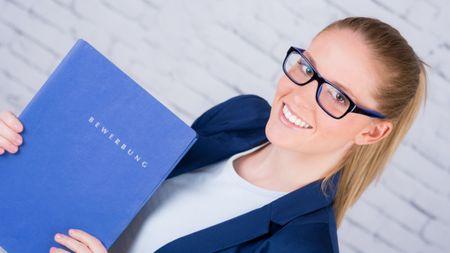 Bewerbung Bewerbungsunterlagen Frau Karriere medi