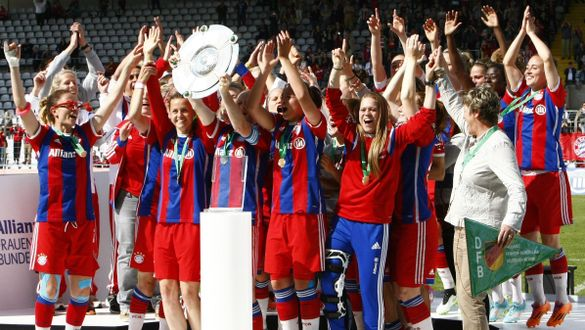 Jubel mit medi Knieorthese beim FC Bayern München