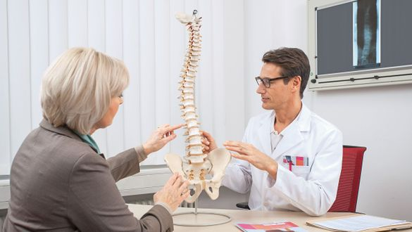 Chirotherapeut: Manuelle Medizin bei Blockierungen der Wirbelsäule und der Gelenke