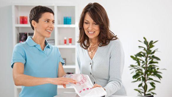 Beratung zur medi 2in1 Anziehhilfe im Fachhandel