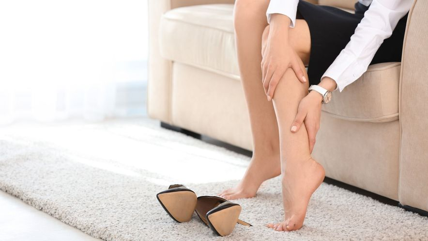 Pain, swelling, redness and a sensation of pressure can be symptoms of vein inflammation