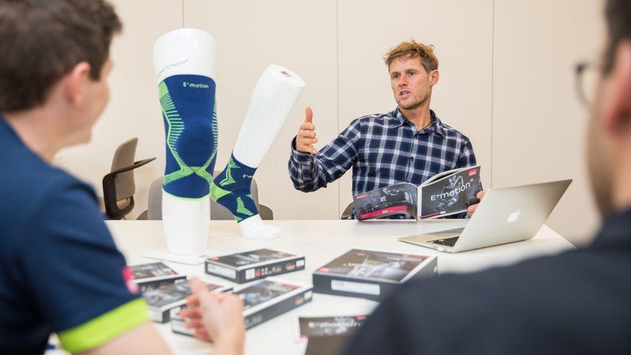 Stephan Siegrist im Gespräch mit den medi Produktexperten