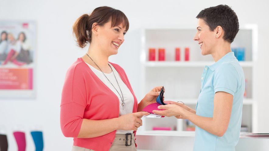 Beratung zu Flachstrick Farben und Mustern im Fachhandel