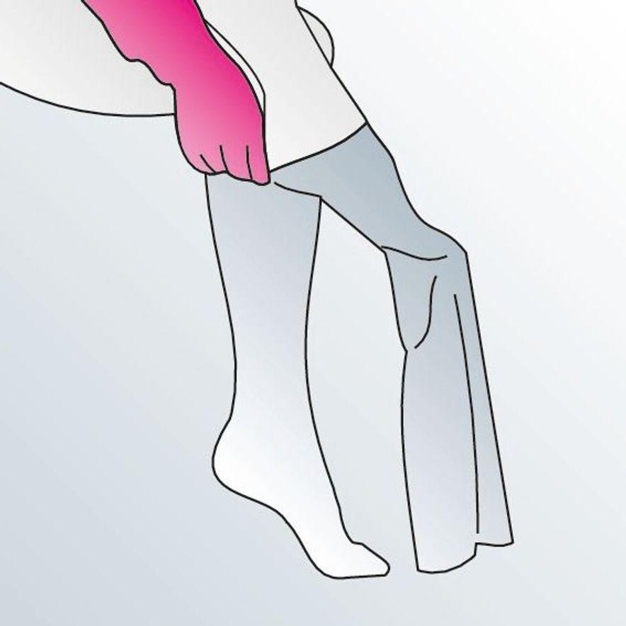 Kompressionsstrümpfe anziehen Anleitung Schritt 2