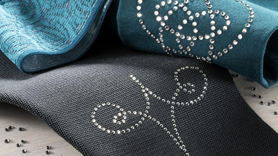 Cristales de Swarovski®* en medias y mangas para brazos