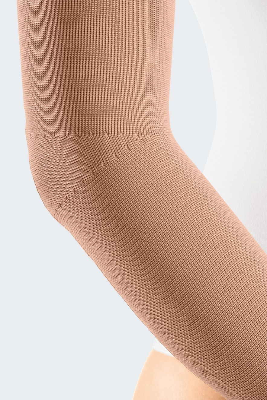 Compression stockings with elbow ellipse (Y-sweeping) for more comfort in bent position
